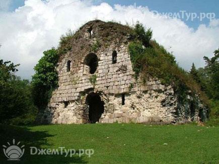 Исторические постройки на территории курорта